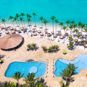 Skyview of the Holiday Inn Resort in Aruba, with pools and palapas directly located at the beach.